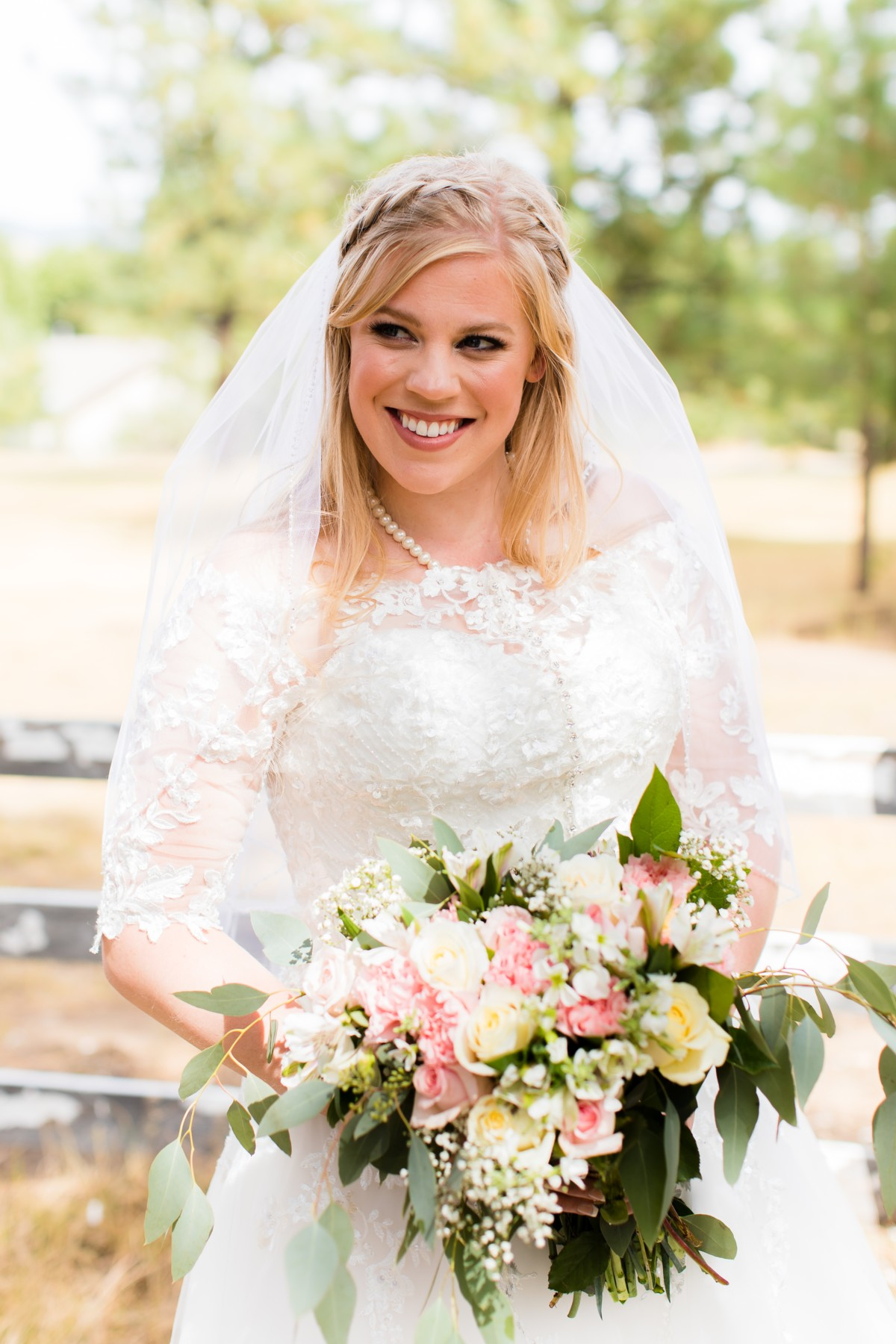 B&B Photography Lake Tahoe wedding - bride with bouquet