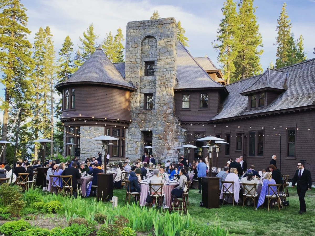 Beau & Arrow Event Co. - Lake Tahoe Wedding Planner - dining outdoors