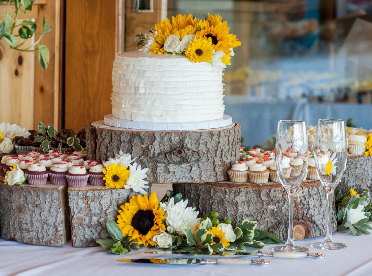 Lake Tahoe wedding at Gar Woods Wedding Cake and Desserts