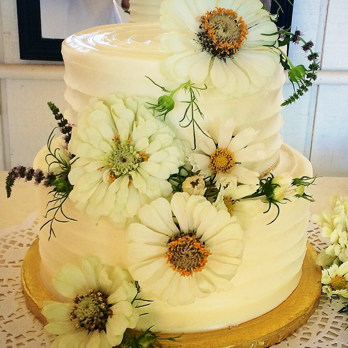 cake with large flowers I Do's by Deb wedding Lake Tahoe