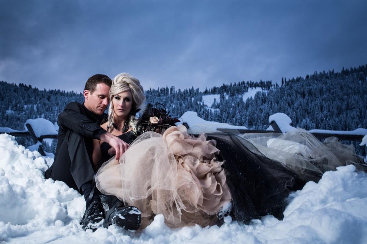 Jeramie Lu Photography - Lake Tahoe wedding couple in snow