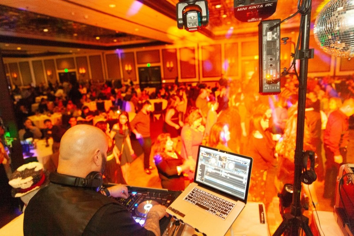 Lake Tahoe wedding - Leep Entertainment DJ with crowd dancing