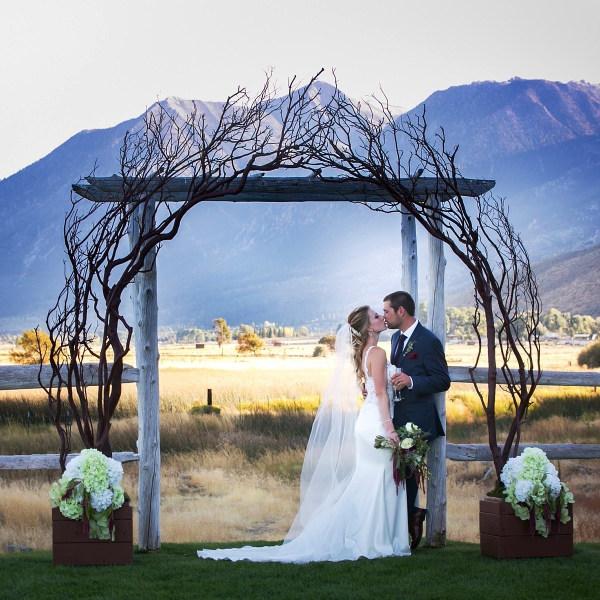 Manzanita Arch wedding Lake Tahoe rentals