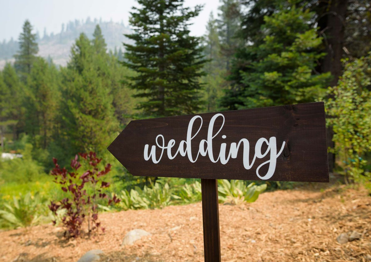 Lake Tahoe wedding on Truckee River - sign for ceremony