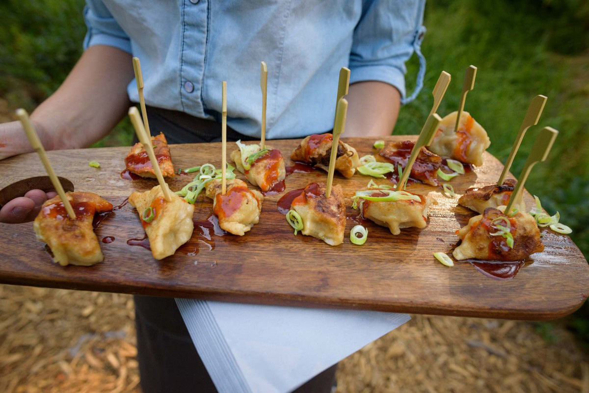 Lake Tahoe wedding on Truckee River - hors d'oeuvres