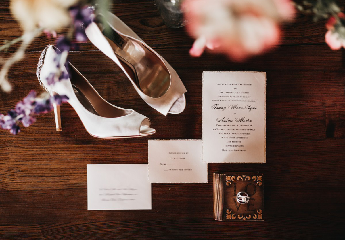 Wedding at The Hideout - VILD Photography - invitation and accessories