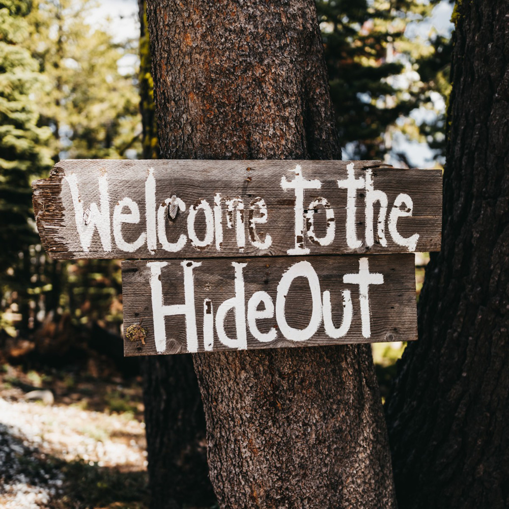 Wedding at The Hideout - VILD Photography - welcome sign