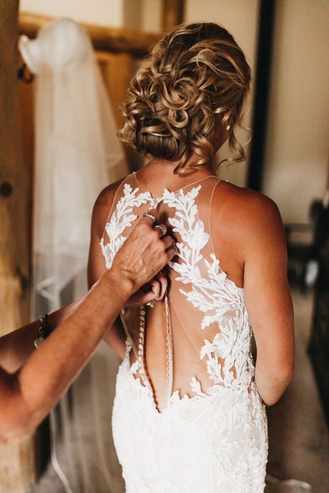 Wedding at The Hideout - VILD Photography - bride getting ready