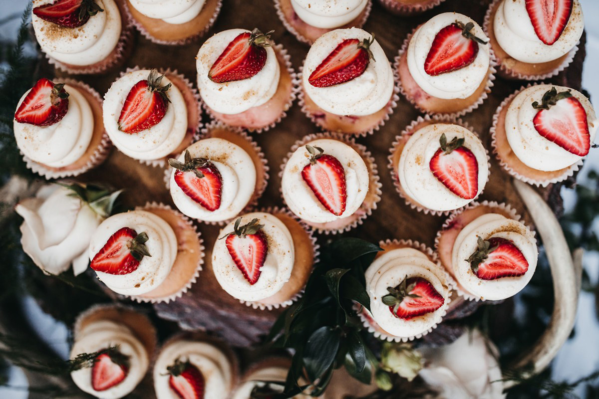 rustic relaxed wedding Lake Tahoe - strawberry cupcakes