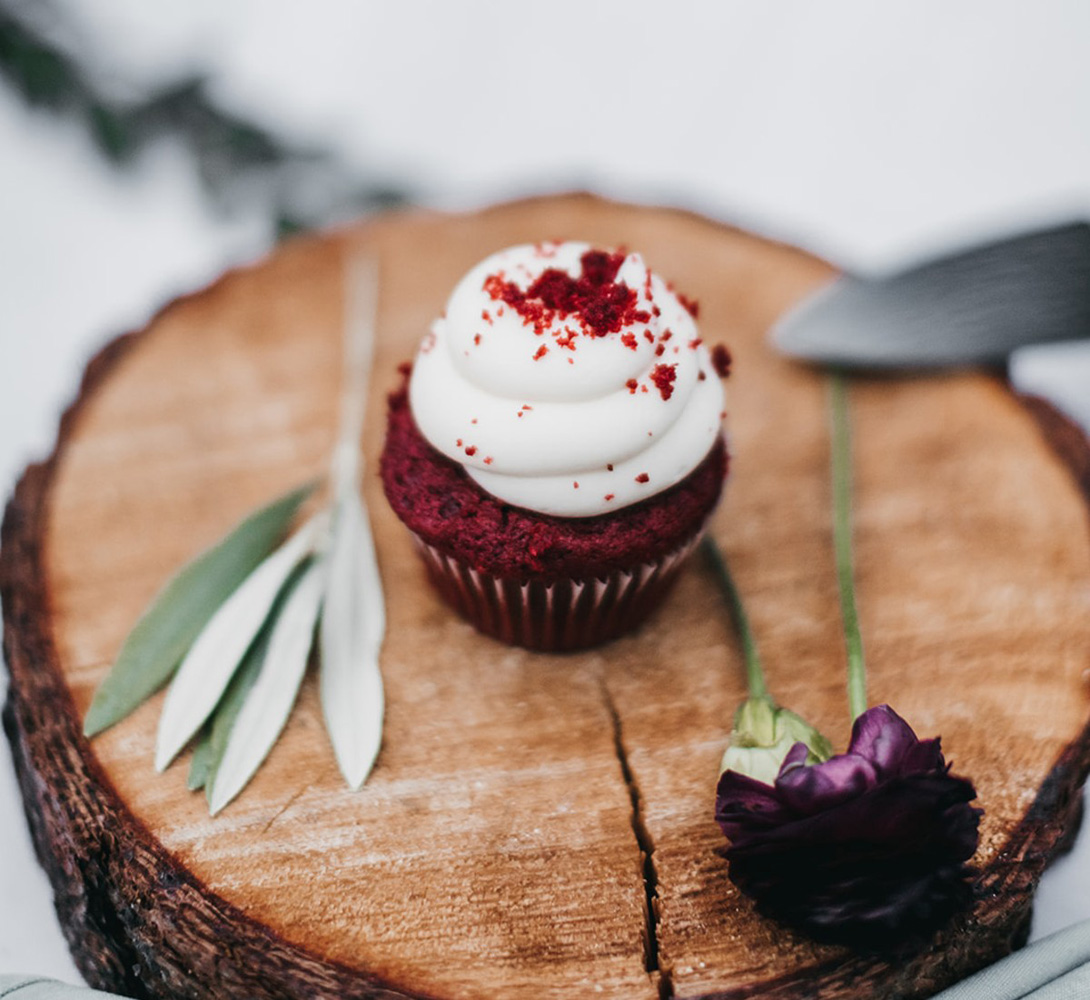 rustic relaxed wedding Lake Tahoe - cupcake for couple to cut
