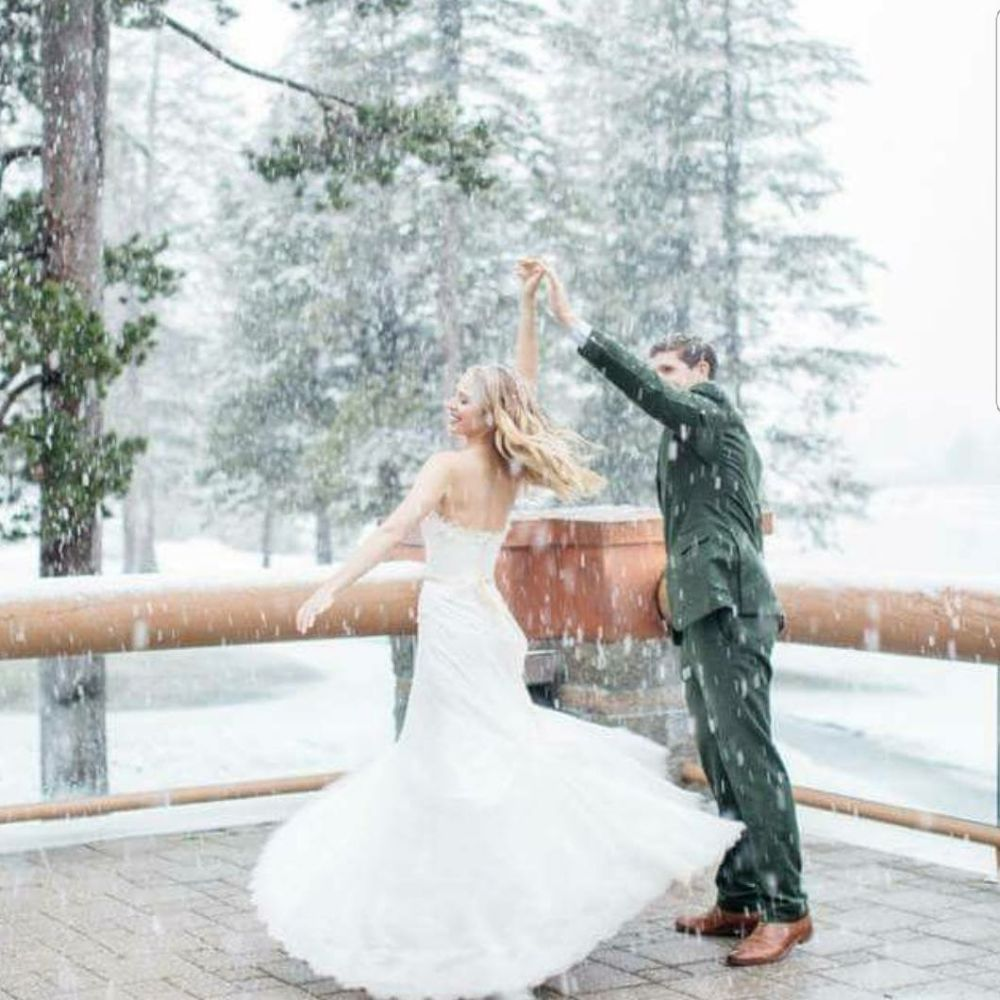 Couple dancing in snow - McKenzie Coyle Photography - Stephanie Marie & Co. wedding planner Lake Tahoe
