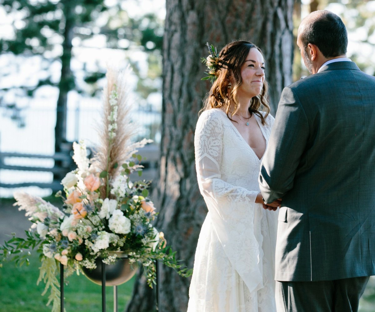 Lake Tahoe florist Create with T - ceremony flowers with couple