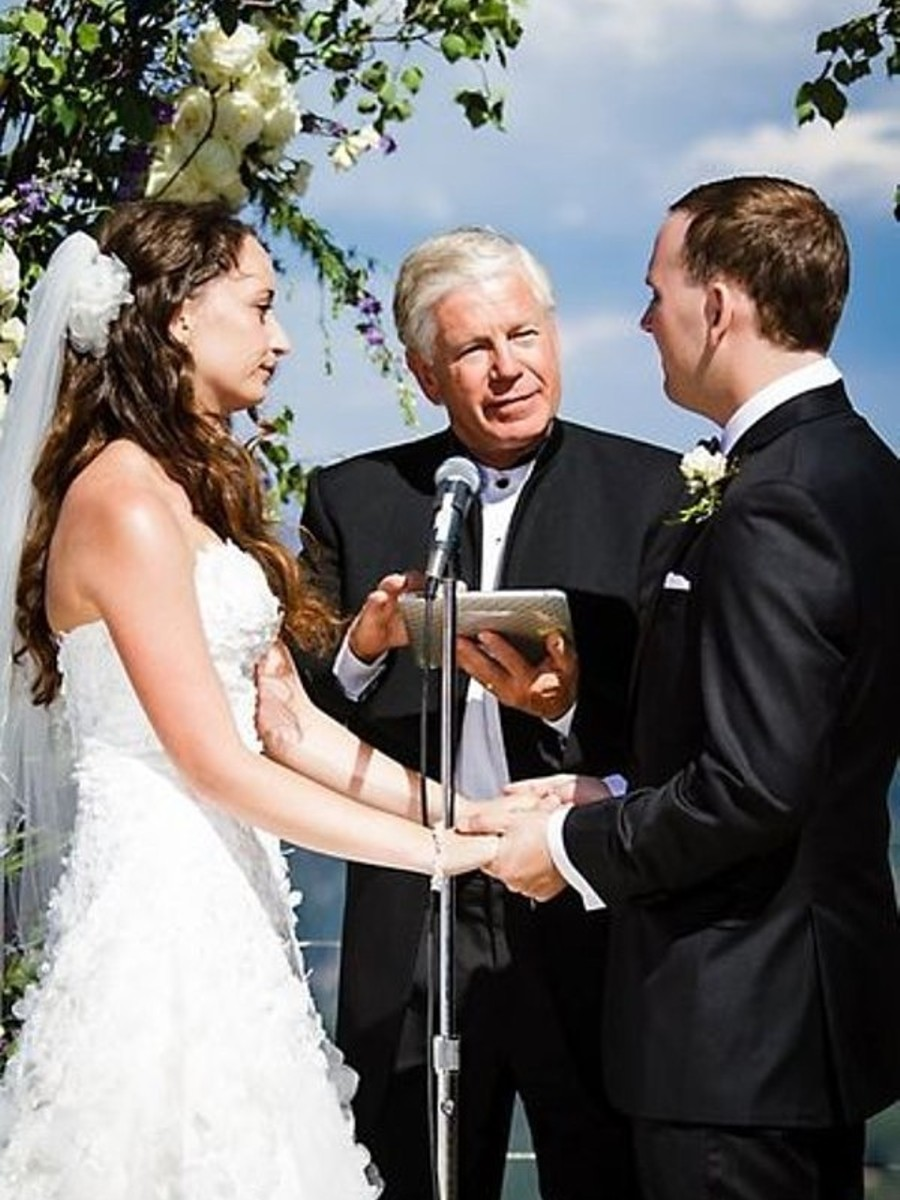 couple exchanging vows with Reverend Mark Frady, Lake Tahoe wedding officiant